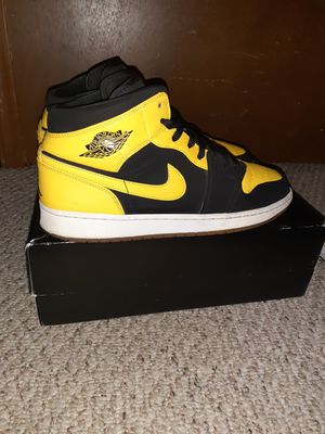 Jordan 1 Mid Size 12 for Sale in East Dundee, IL