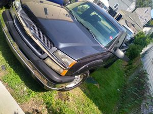 2004 Chevy silverado for Sale in Chicago, IL