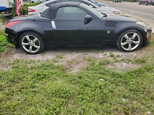 2005 nissan 350z Convertible runs great ,Adult owned for Sale in Bradenton, FL