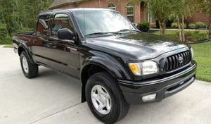 2001 Toyota Tacoma blackinside for Sale in Cleveland, OH