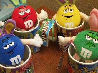 M&M'S EASTER COFFEE CUPS WITH STUFFED TOYS for Sale in Arvada,  CO