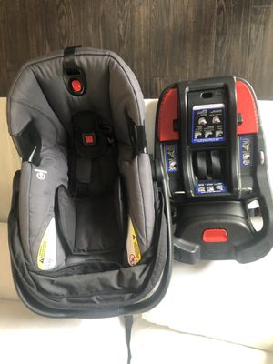 Britax B safe infant car seat and base for Sale in Winter Garden, FL
