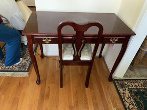 Desk and chair for Sale in Petersburg, VA