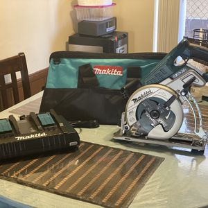 Makita saw With Double Charger Amd Makita Bag for Sale in National City, CA