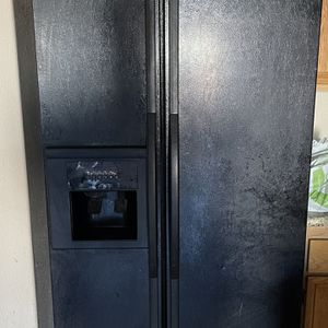 Whirlpool Gold Refrigerator for Sale in Winchester, CA