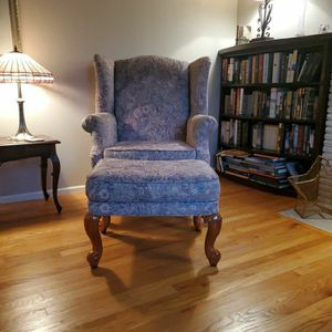 Wingback armchair with matching ottoman. for Sale in Lynnwood, WA