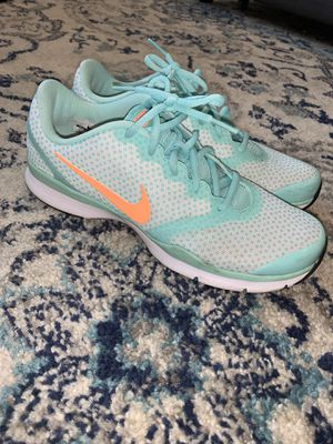 Women's Nike Tennis Shoes Running Shoes Size 8.5 for Sale in Nashville, TN