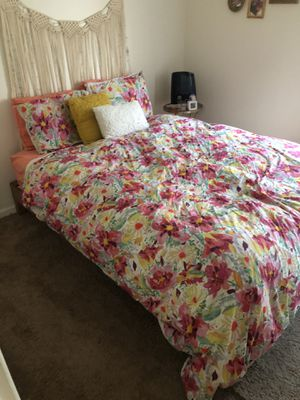 Deluxe Wood Platform Bed Frame (Queen) + Memory Mattress for Sale in Chicago, IL