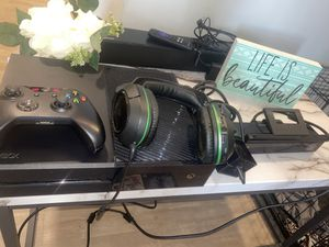 Xbox one w/ controller and Kinect for Sale in Clifton, VA