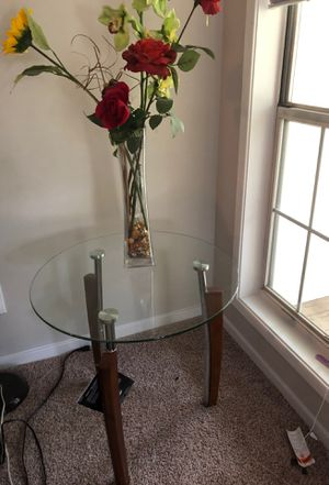 Cocktail table and side table with arrangement for Sale in Dunwoody, GA