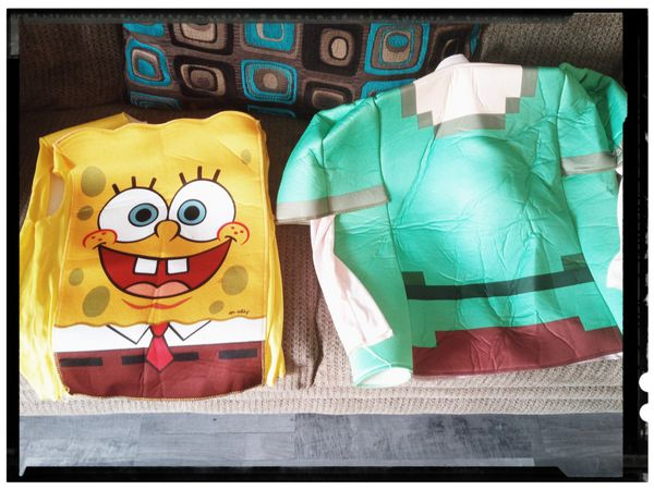 🏷️🎃$20 takes both kids Halloween Costumes🎃 Minecraft size M/L & SpongeBob size M