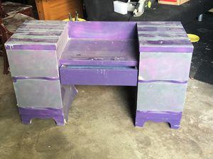 Kids desk free needs repaint for Sale in Shakopee, MN
