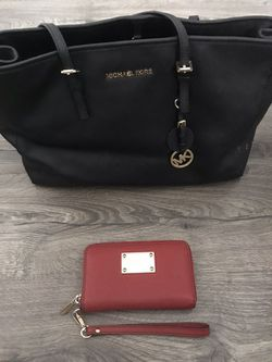 Womens Michael Kors purse and wallet set for Sale in Malden,  MA
