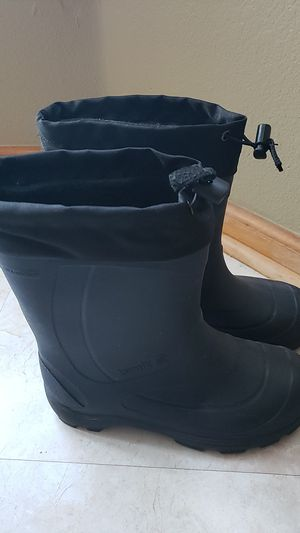 Kamik YOUTH SIZE 5 snow and rain boots for Sale in Arvada, CO