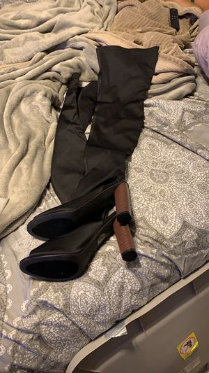 Brand new SIZE 8.5 never worn black over knee open toe heels for Sale in Perris, CA