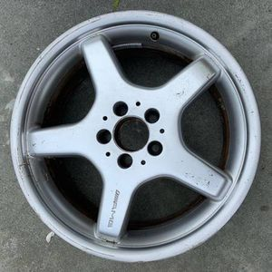 Mercedes 18x8 AMG Wheel for Sale in Daly City, CA