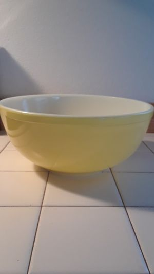 Yellow 6qt Pyrex bowl for Sale in Estacada, OR