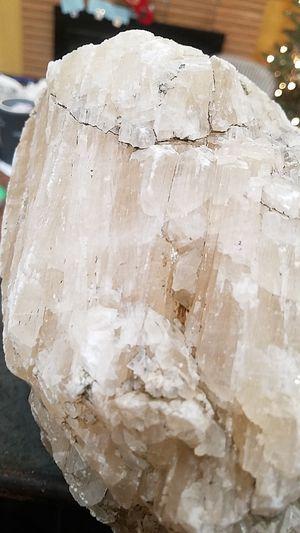 "HUGE 17 pound crystal quartz rock. 11"" length for Sale in Modesto, CA"