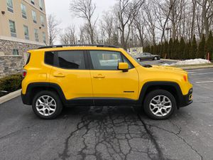 2016 JEEP RENEGADE 4WD 4D SUV ☝LATITUDE title rebuilt miles 70200 Only it's AWD cool looking drive great , has gps , camera buck up , push start it's for Sale in Columbus, OH