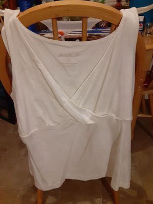 Eddie Bauer Brand White cross over front sleeveless top. Size XL for Sale in Tacoma, WA