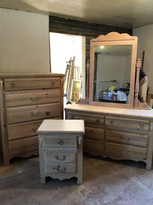 8 piece bedroom set. for Sale in Weirton, WV