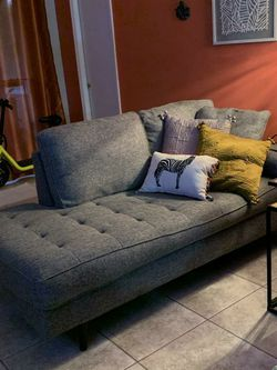 Contemporary Tufted Living Room Set . Make An Offer for Sale in Orlando,  FL