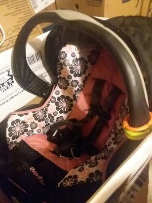 BABY CAR SEAT for Sale in Cambridge, OH