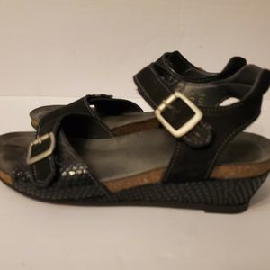 Taos Women's Sandal Size 7.5. for Sale in Bothell, WA