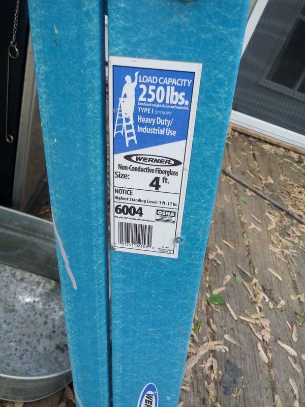 4ft fiberglass ladder