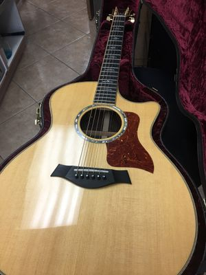 Taylor electric acoustic guitar mint condition w/ case for Sale in Miami, FL