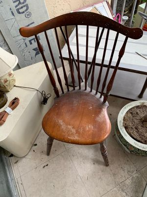 Free chair for Sale in Hollywood, FL