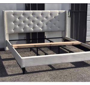 New KING size ivory platform bed frame for Sale in UPPER ARLNGTN, OH