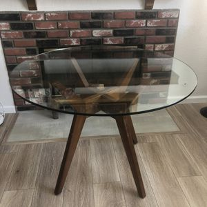 """West Elm 42"""" Round Glass Dining Table (Jensen) for Sale in Diamond Bar, CA"""