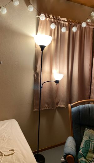 Floor lamp for Sale in San Leandro, CA