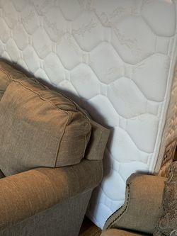 FREE Mattress Queen Clean 9-10 Yrs Old for Sale in Riverside,  IL