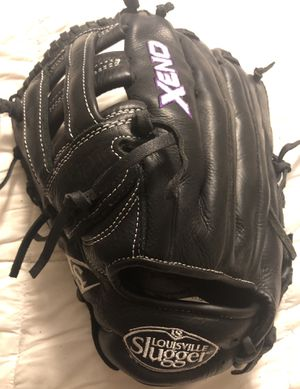 Left-Handed Throw Louisville Slugger Xeno Softball Glove for Sale in Hacienda Heights, CA