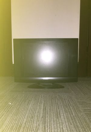 32 inch SYLVANIA LCD TV/DVD COMBINATION   MODEL LD200SL9   AC 120V 60Hz 65W for Sale in St. Louis, MO
