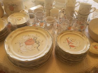 Swan Decorated Dish Set (80-90pcs) for Sale in Stafford,  VA