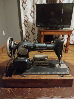 1928 Portable Singer sewing machine. for Sale in Lecompte, LA