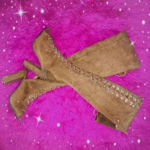 Pretty in thigh high heeled boots for Sale in Sanford, FL