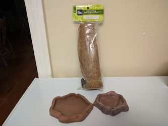 Pet food dishes & coconut Fiber never opened for Sale in San Angelo,  TX