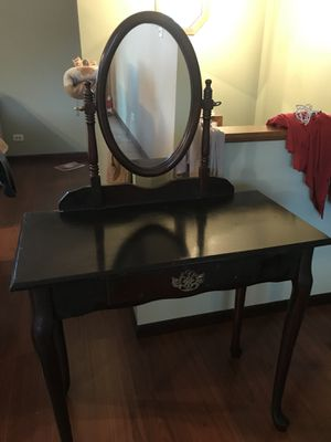Makeup vanity for Sale in Waukegan, IL