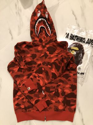 Red camo bape shark hoodie size M for Sale in Queens, NY