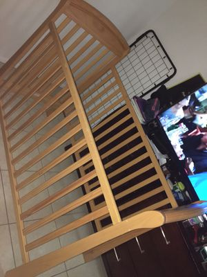 baby crib for Sale in Fort Lauderdale, FL