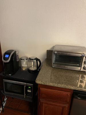Keurig coffee maker, toaster oven, microwave and electric tea kettle for Sale in Azusa, CA