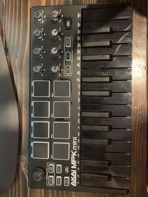 AKAI MPK MINI MIDI KEYBOARD for Sale in Fresno, CA