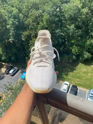 Yeezy boost 350 V2' Cream white for Sale in Alexandria, VA
