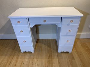 Small White Desk for Sale in Cedar Park, TX