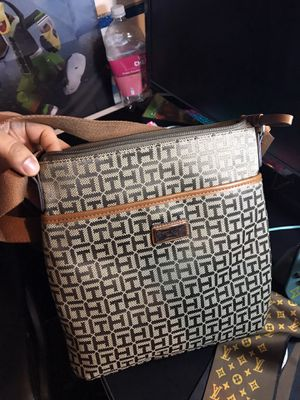 Tommy Hilfiger Messenger Bag for Sale in Long Beach, WA