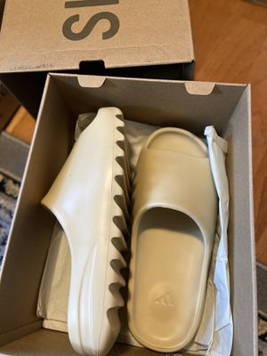Adidas Yeezy Slide Dessan for Sale in Lawrenceville, GA